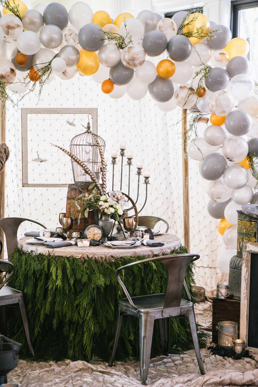 Trend alert arco de globos y flores for Decoracion antecomedores