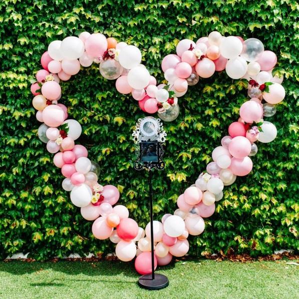 arco globos y flores