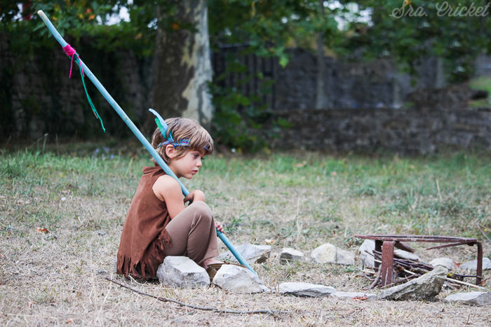 niño-indio-solo-en-fiesta