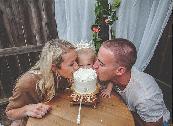 When-came-time-Emme-taste-her-first-cake-Mom-Dad