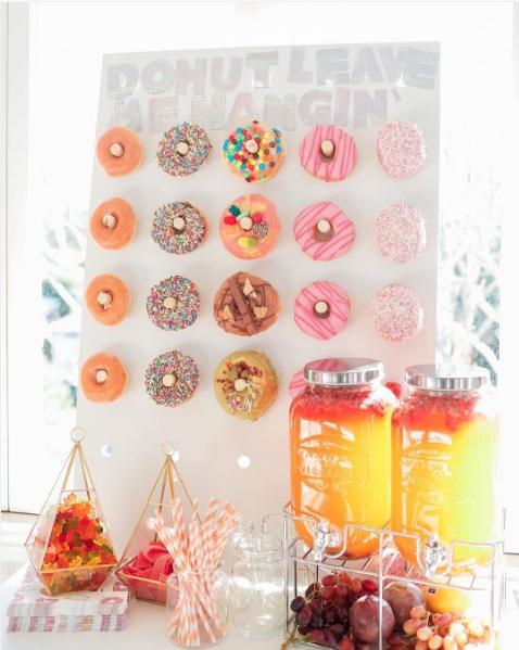 Pared de donut para fiesta de cumpleaños