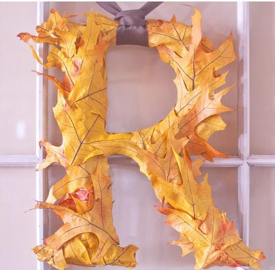 itparty, it party, letra inicial con hojas otoño