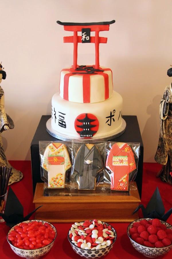 Una fiesta japonesa en rojo y negro for Mesa japonesa tradicional