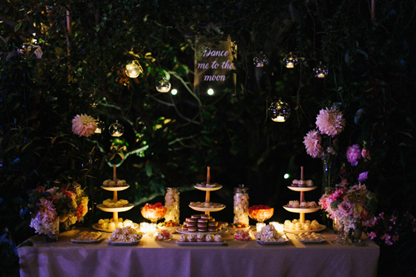 187_Detallerie_wedding-planner_romantic-and-elegant-wedding_guests_reception_lights