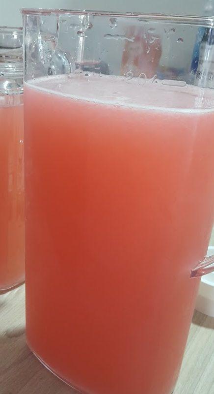 Como hacer que tu limonada quede de color rosa