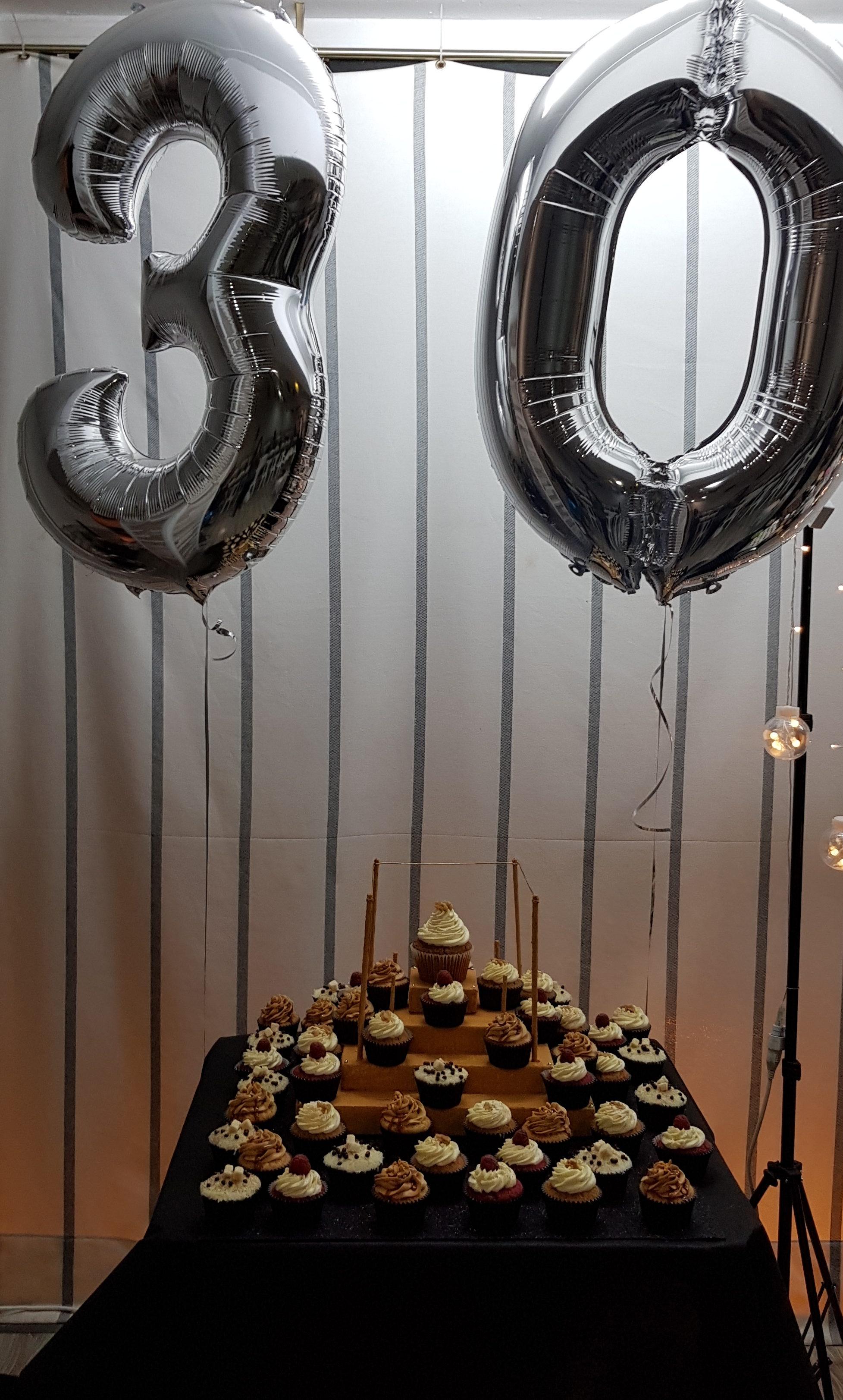 Pastel 30 años de cupcakes