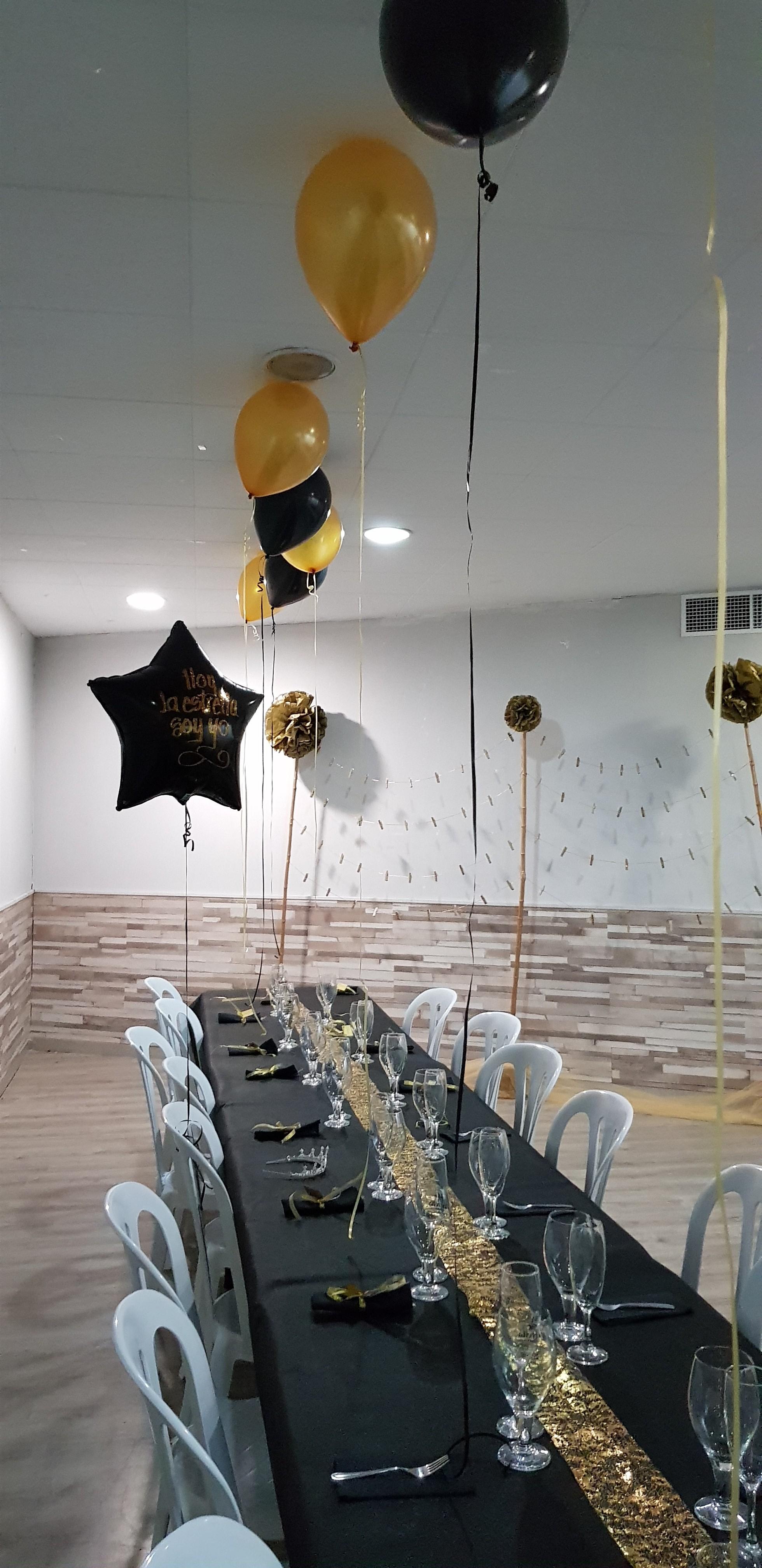 Decoración de mesa en negro y dorado