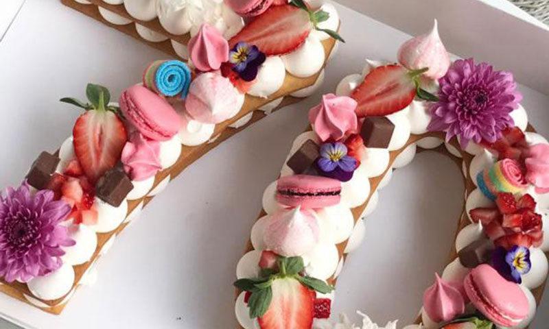 tartas de galleta y crema en forma de números