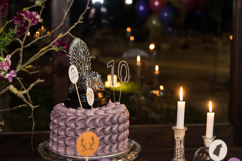 Fiesta sorpresa de 70 años inspirada en Juego de Tronos